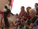 Проживающих и сотрудников тутаевских социальных учреждений поздравили с праздником Пасхи